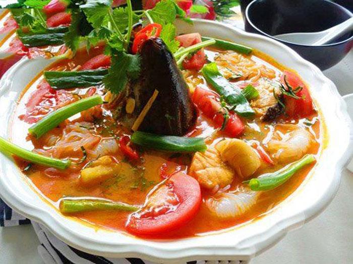cách làm đầu cá hồi nấu canh chua