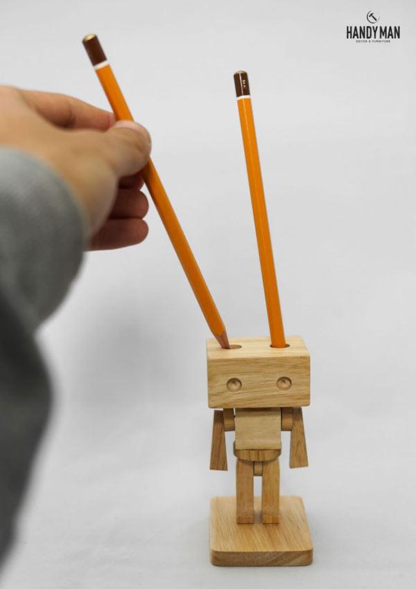 Robot cắm bút tiện lợi